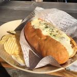 CAFÉ umie - チリ・ビーンズにトッピングチーズ