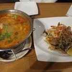 タイ料理ピン・タイ - トムヤムクンとパッタイ