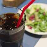 イルフォルノ - ドリンク写真:ランチのドリンク(アイスコーヒー)&ミニサラダ