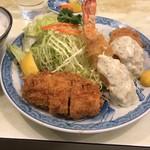 101182559 - サービス定食(ヒレカツ、エビフライ、カニクリームコロッケ)
