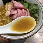 中華そば 四つ葉 - 手火山式かつお節に地鶏白湯の極上スープ