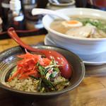 日の出商店 - 料理写真:5の8ラーメンと炒飯…紅生姜たっぷり盛りました