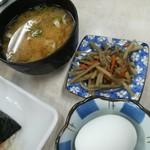 101193397 - 土曜日限定SPセット650円の味噌汁、小鉢、ゆで卵