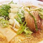 上町ラーメン - 太麺カタ。背脂・ネギ・ニンニクが合う(*´罒`*)