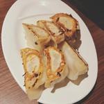 新宿駆け込み餃子 - 肉汁火消し駆け込み焼き餃子