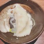 新宿駆け込み餃子 - 大きな餃子