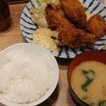とんかつ小田保 - カキミックス定食に、単品ホタテフライ