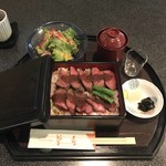 菊春 - 尾張牛ステーキ重膳  1800円 ご飯大盛り無料