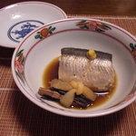 千松しま - 特大サイズの秋刀魚を炊いたもの。