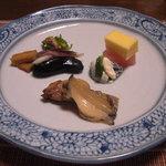 千松しま - 煮鮑、牡蠣の燻製、鯨ベーコン、黄身酢と生姜酢のゼリー寄せ。