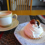 がんばりやさんカフェ - 料理写真:カフェラテ:季節のタルト