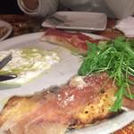 スパッカ ナポリ - Pizzeaヒデキ(秀樹)でございます       ブーメラン形の包み焼きピザになっております