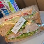 フルール・ド・ファリーヌ - グリルチキンのサンドイッチ¥313