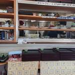 魚忠食堂 - おかずがあるカウンター