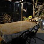おおもり - 外にもテーブル。
