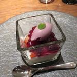 hiroto - ココナッツのブランマンジェ いちごと練乳のアイス