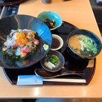 101219079 - 海鮮まかない丼と昆布うどんのセット