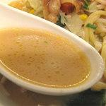 リンガーハット - 豚しょうが焼きの味も加わって、ミルキーコク味のスープ。全国有名チェーン店の研究し尽くされた美味いチャンポンです。