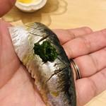 すし岩瀬 - 料理写真:鰯。大羽サイズ