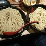 三田製麺所 - 大盛と並みの比較