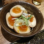 三田製麺所 - 煮卵とメンマ
