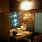 アジアンズジョーク - 窓側のテーブル席