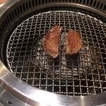 焼肉カーニバル - タン焼き上げ