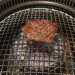 焼肉カーニバル - ハラミ焼き上げ
