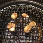 焼肉カーニバル - 丸腸焼き上げ