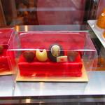 白髭のシュークリーム工房 - 『カオナシ』のチーズケーキ。