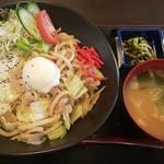たなぽん食堂 - 料理写真:焼きうどん丼500円