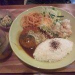 cafe JINA - 本日の日替わりランチ(煮込みハンバーグ)950円
