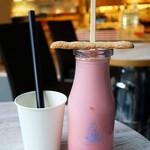 ゲロゲロミルクスタンド - 牛乳瓶ドリンクいちご450円
