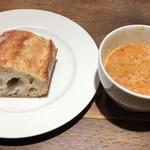 101249741 - 秀逸なスープをお代わりし、フランスパンと戴きました