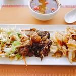 101251400 - 上はトムヤムクン、下の皿には5種類の料理