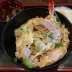 味見亭 - 親天丼 客の要望から生まれた品。ごろんとした鶏肉と海老天を卵でとじた贅沢な一品。