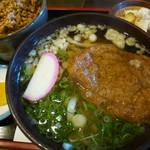 味見亭 - 鶏そぼろご飯定食 平日お昼の定食から。うどんはきつね、月見、おぼろ昆布、あんかけなど6種類から選べる。