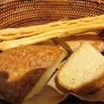 トラットリア ラパーチェ - パン3種
