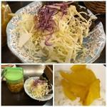 おがた珈琲処 - 最初にサラダが出されますが、殆どキャベツ。 福神漬けではなく「沢庵」が・・