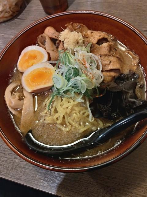 札幌みその 札幌らーめん共和国店 - 麺がコンニチワしてます(´△`)アァー