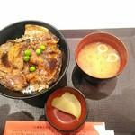 豚丼のぶたはげ - 【2019/2】お味噌汁とお漬物ありがたい