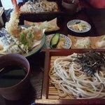 新鈴 - 料理写真:天ざるそば1300円。