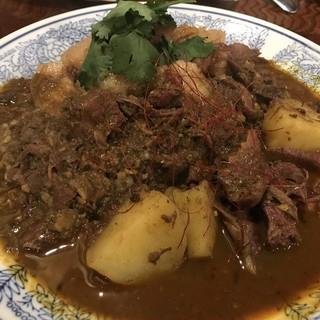 中華料理 八戒 - 料理写真:鹿とジャガイモのカレー、猪魯肉飯風 あいがけ