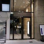 ラグナヴェール プレミア - JR大阪の中央口を北側(ヨドバシカメラ側)に歩いて行くと、左側にOffoce Tower(オフィスタワー)への入口があります。