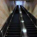 ラグナヴェール プレミア - 中に入ると、長い~、長い~、エスカレーターがありますよ。 このエスカレーターで4階まで上がってしまいます。