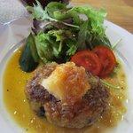 食楽工房 キッチン・ふぁーむ - メインの雑穀バーグは鶏と豚が20%入った雑穀バーグ、これもまさにヘルシーですよね