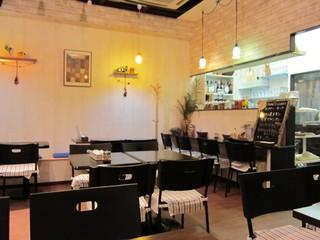 イーマサラ - カフェのようなオシャレな店内