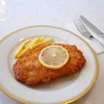 フィガロ・クラシクゥ - 料理写真:鶏胸肉薄切りカツレツ