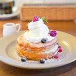 ウニ カフェ - MIXベリーとクリームチーズのパンケーキ