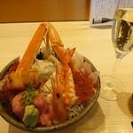 101288538 - 極上海鮮丼2,000円(税抜)